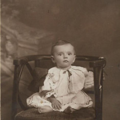 Fotografie port popular romanesc copil poza romaneasca veche