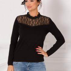 Bluza Corina neagra cu dantela in zona bustului