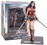 Cumpara ieftin Figurina Wonder Woman cu suport magnetic, 18 cm, articulatii mobile