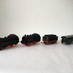 Trenulet West Germany cu 2 locomotive si 2 vagoane, plastic si metal, vintage