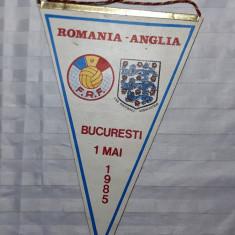FANION FOTBAL ROMANIA - ANGLIA - BUCURESTI 1 MAI 1985 - PIESA DE COLECTIE