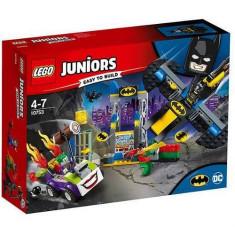 LEGO Juniors Atacul lui Joker in Batcave 10753