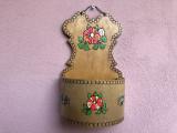 Suport vechi  din lemn pictat  ,rustic bavarez,pentru perete