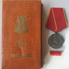 Medalia MUNCII RPR model 1952 -1955 -  piesa de colectie decoratie superba