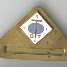 Insigna veche anii 1970 - BTT - Biroul de Turism pentru Tineret - GHID ALPINISM