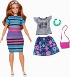Cumpara ieftin Papusa Barbie, fashionista roscata cu haine de schimb