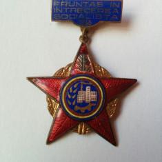 Insignă/decorație - Fruntaș în întrecerea socialistă - anul 1965 (stare bună)