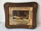 Fotografie veche dubla (2 fotografii) in rama de lemn deosebita, 32x26 cm, Dreptunghiular