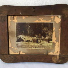 Fotografie veche dubla (2 fotografii) in rama de lemn deosebita, 32x26 cm