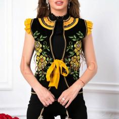 Vesta Venezia catifea neagra cu broderie si fir auriu