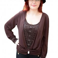 Bluza deosebita, de culoare maro inchis, cu design de paiete aplicate