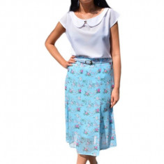 Fusta lejera, midi, nuanta de albastru, cu imprimeu floral multicolor