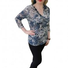 Bluza moderna, aspect brodat, usor transparenta, in nuanta de bleumarin
