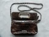 Gentuta Mario Valentino; 100% poliuretan; 24 x 22 x 6.5 cm; impecabila, ca noua