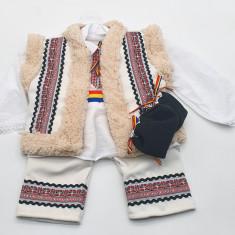 Compleu traditional baietel Titi