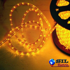 Furtun luminos cu jocuri de lumini 24 LED/m galbene cablu transparent WELL