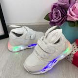 Cumpara ieftin Adidasi albi cu lumini LED si urechi cu scai pt fetite 21 22 23 24 25 cod 0790, Fete