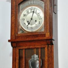 Ceas de perete cu pendul Junghans B09