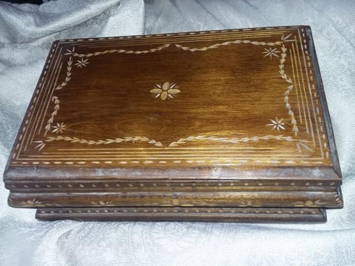 caseta veche de bijuterii,caseta lemn masiva sculptata de bijuterii,T.GRATUIT