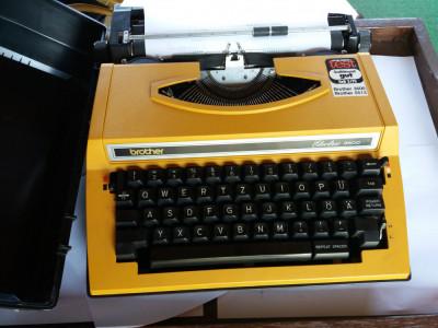 masina de scris electrica foto