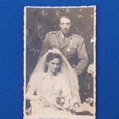 FOTOGRAFIE TIP CARTE POSTALA , MILITAR CU MIREASA , 1945