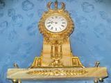 10085-Ceas semineu stil Empire bronz aurit si marmura.