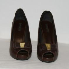 Pantofi Louis Vuitton ,decupati , piele naturala ,marimea 37