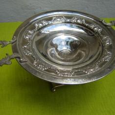 Superb centru de masa argintat cu manere turnate