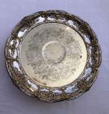 Cumpara ieftin Frumoasa fructiera din alama argintata decorata si gravata cu motive florale, Fructiere