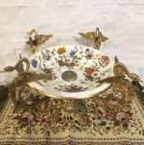 Centru de masa vintage din portelan si bronz, model floral, frumos detaliat, pictat manual, cu baza din bronz in stil baroc