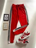 Cumpara ieftin Pantaloni dama casual rosii tip jogger cu dungi laterale negre si imprimeu YES