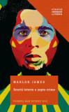 Scurta istorie a sapte crime/Marlon James, Litera