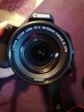 Vând aparat foto Canon EOS 200D