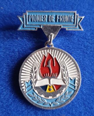 Medalia DISTINS cu TITLUL Pionier de Frunte - Insigna varianta din Aluminiu foto