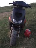 Vând scuter aprilia sr