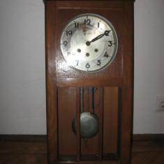 """Ceas de perete cu pendul marca """"MAUTHE"""