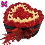 Aranjament floral trandafiri de sapun rosu si crem, cutie neagra, Cadouri pentru femei, Cadouri Valentine`s Day, Oem
