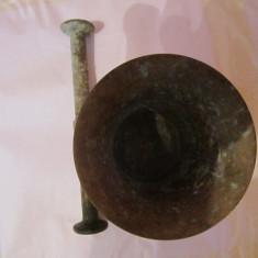 piua veche din bronz inaltime 9 cm h 16