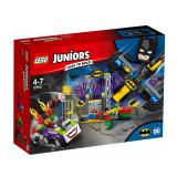 LEGO Juniors Atacul lui Joker în Batcave (10753)