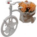 """Aranjament floral, trandafiri, portocalii """"Bicicleta cu flori zambarete"""", flori de sapun, 22x15x12 cm"""