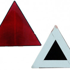 Triunghi reflectorizant BestAutoVest omologat ECE, H 140mm, fixare cu banda dublu adeziva, culoare rosu Kft Auto