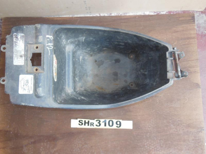 Cutie sub sa scuter Malaguti F12 Phantom