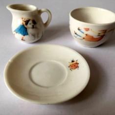Lot miniaturi ceramica 6 piese: 3 farfurii, 1 ceasca, 2 vase, cca 3 cm