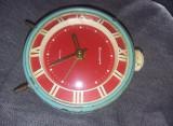 Ceas vechi de masa mecanic cu sonerie,Functional,stare cum se vede,colect,T.GRAT