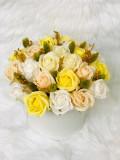 Aranjament trandafiri de sapun galbeni si plante uscate
