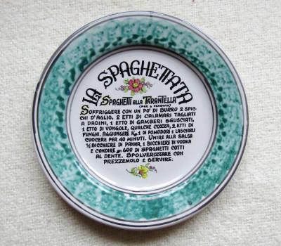 Ceramica Cava de Tirreni pictata manual- Spaghetti Alla Tarantella. D 23cm foto