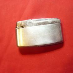 Bricheta veche pe benzina inscriptionat Mighty ,metalica- de colectie