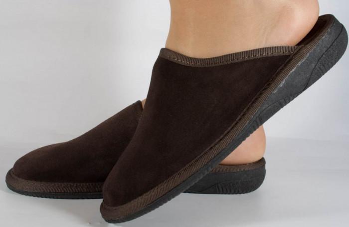 Papuci de casa maro din velur (cod 15-142002)
