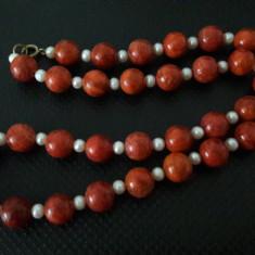 colier vechi de coral si perle