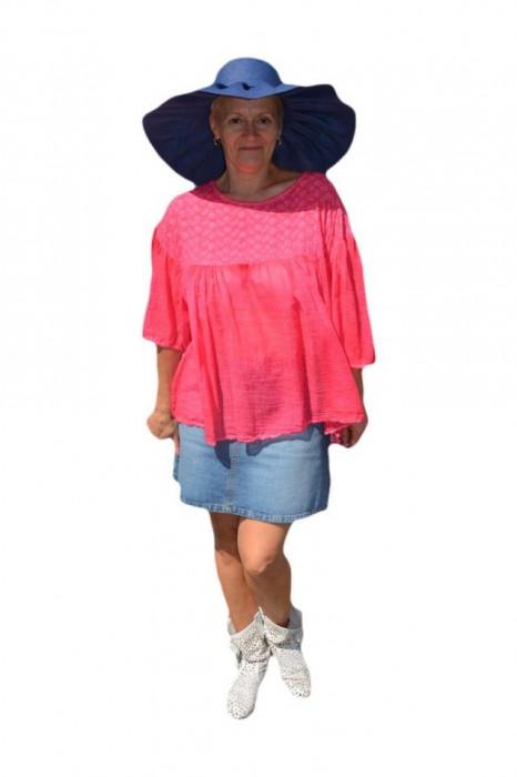 Bluza casual , fronseura ,nuanta de roz cu broderie